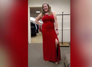Une vendeuse insulte cette fille en lui disant qu'elle est trop grosse pour cette robe... Attendez de voir sa réponse