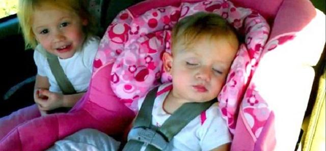 Cette petite fille dort tranquillement jusqu'à ce qu'il mette sa chanson favorite… Attendez de voir ! MDR