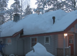 Cet homme veut enlever la neige du toit : le génie de sa technique est admirable !