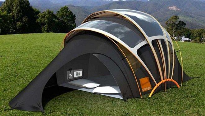Le camping vous fait peur? Voici la tente qui produit de la lumière, de la chaleur, de l'électricité et internet!