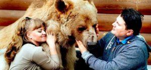 Ils ont adopté cet animal il y a plus de 23 ans… Attendez de voir comment ils vivent tous ensemble ! | MiniBuzz