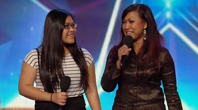 La maman et sa fille surprennent le public et les jurés avec un duo féminin puissant.