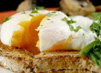 Truc et astuce : voici comment préparer un œuf poché rapidement.│MiniBuzz