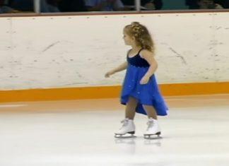 Une petite fille de seulement trois ans monte sur des patins. Le public est sous le charme instantanément !│MiniBuzz