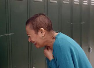 Les élèves lui font une surprise... Et l'enseignant ne peut pas s'empêcher de fondre en larmes!│MiniBuzz