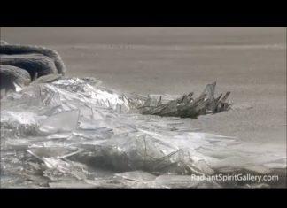 Un Couple De Photographes Filme Un Phénomène Spectaculaire Sur Le Lac Gelé│MiniBuzz