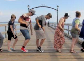 Il Effectue La Même Danse Avec 100 Personnes Différentes: Le Résultat Final Est GENIAL!   Minibuzz