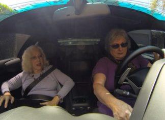 2 femmes plus toutes jeunes montent dans une Lamborghini: Leurs réactions sont hilarantes.│ MiniBuzz