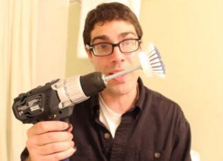 Il attache une brosse avec une visseuse normale: Voici une astuce de nettoyage formidable.│ MiniBuzz