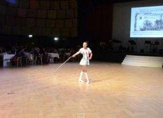 Cette artiste amène la corde à sauter au cirque. Le résultat est à couper le souffle.│MiniBuzz