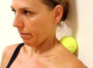 Elle presse une balle de tennis contre le mur : six minutes plus tard elle est... En pleine forme!