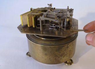 """Il active une machine de 1870 : voici la reproduction """"musicale"""" à laquelle vous ne vous attendez pas!│ MiniBuzz"""