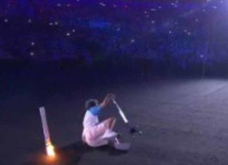 Elle tombe pendant la cérémonie des jeux paralympiques : quand elle se relève tout le monde la soutient et l'applaudit