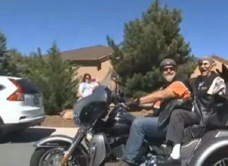 Il a 102 ans et a toujours aimé les Harley Davidson : voici comment il a fêté son anniversaire.│ MiniBuzz