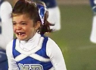 Elle ne voit pas son père depuis 7 mois : quand elle entend son nom, sa réaction est touchante