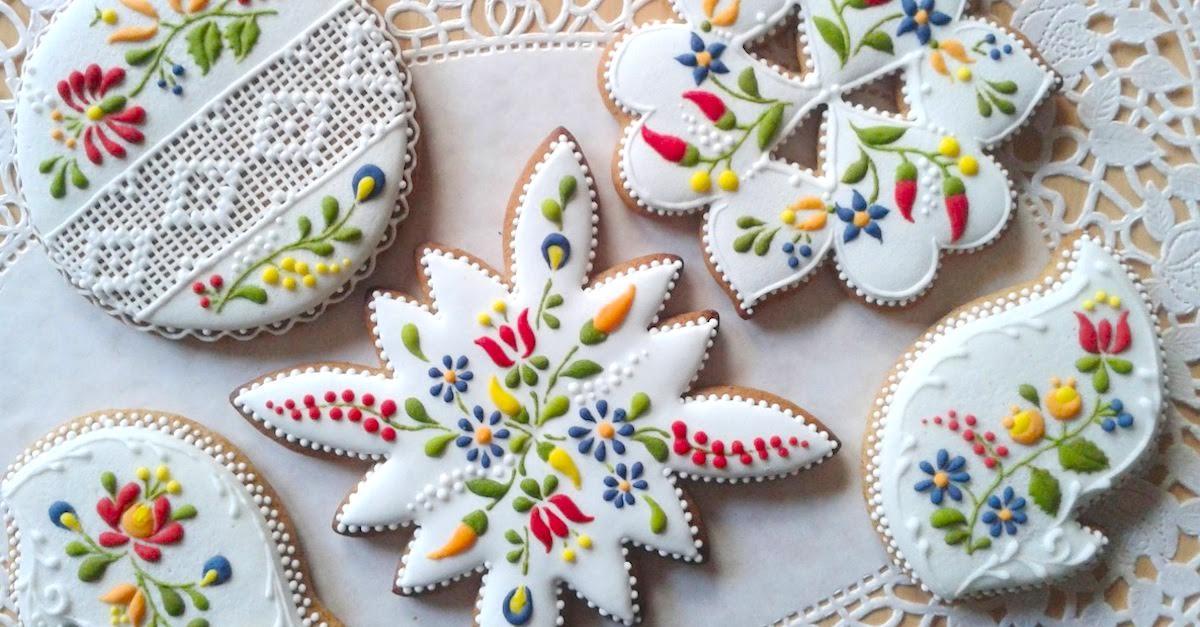 Elle Commence à Ajouter Le Glaçage Sur Un Biscuit Simple… Le Résultat Est Une œuvre D'art