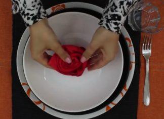 Elle prend une serviette et crée en quelques secondes une décoration qui va surprendre vos invités.│ MiniBuzz