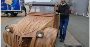Un ébéniste de génie fabrique une 2CV tout en bois... et elle roule ! │MiniBuzz