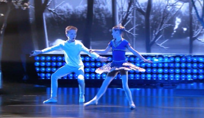 Deux Enfants Enchantent Des Millions De Personnes Avec Une Performance éclatante