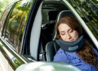 """Dormir tout en voyageant: Voici le génial """"Hamac"""" Qui sauve le cou et... Les nerfs! │ MiniBuzz"""