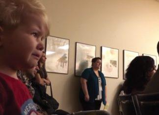 Concert De Musique Classique à L'école Maternelle : La Réaction De L'enfant à La Sonate De Beethoven Est émouvante | Minibuzz
