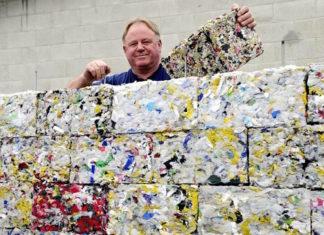 Cette machine transforme les déchets plastique en briques de construction│MiniBuzz