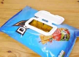 Il utilise le couvercle des lingettes sur un paquet de chips: Une jolie astuce qui vous sera bien utile! │ MiniBuzz