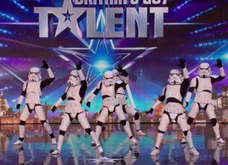 Ils arrivent sur scène complètement déguisés : ce qu'ils font leur assurera une place en finale!