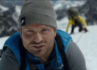 Cet homme grimpe une montagne: Quand la caméra filme de plus loin, vous serez bouche-bée. │ MiniBuzz