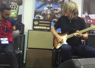 Un garçon sans bras joue avec un célèbre guitariste : profitez de leur duo étonnant