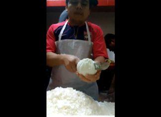 Il commence à couper l'oignon, mais sa manière de faire est digne d'un record! │ MiniBuzz