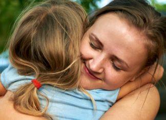 """Selon les psy de Harvard, tous les """"bons parents"""" font ces 5 choses"""