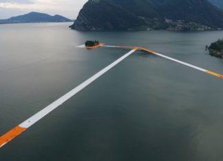Marcher sur l'eau sur 3km: Voici la spectaculaire œuvre d'art qui a plu au monde entier. │ MiniBuzz