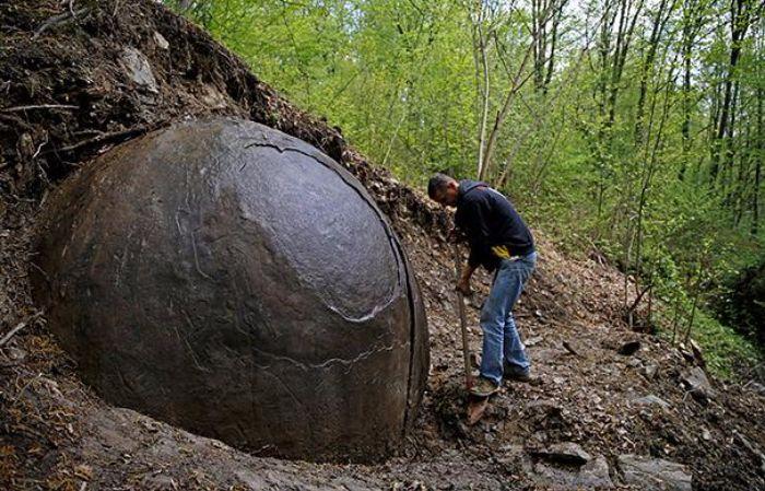 Bosnie : la découverte d'une gigantesque sphère divise la science