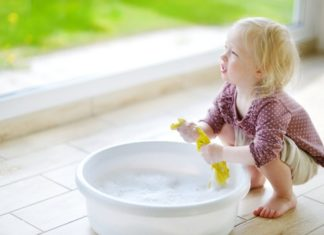 Taches ménagères : n'en privez pas vos enfants, ils en ont besoin