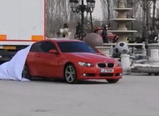 Une voiture s'arrête dans le parking, les portières s'ouvrent et ... Wow! Vous n'en croirez pas vos yeux! │ MiniBuzz