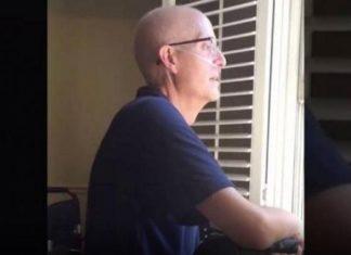 400 élèves du secondaire chantent sous la fenêtre de leur professeur atteint du cancer. │ MiniBuzz