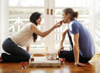 Tous les couples qui adoptent cette habitude ont une relation vraiment plus épanouie ! │MiniBuzz