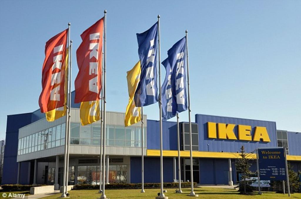Un homme porte plainte à IKEA après qu'un de ses testicules soit resté coincé dans un tabouret de douche.