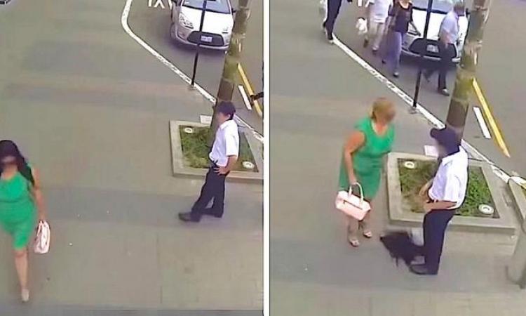 Cet homme insulte une passante, mais quand elle enlève sa perruque, il est sous le choc!