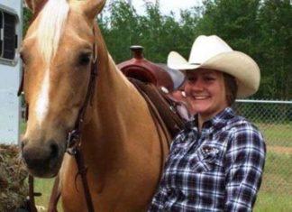 Elle s'enfuit de Fort McMurray sur le dos de son cheval pour lui sauver la vie.