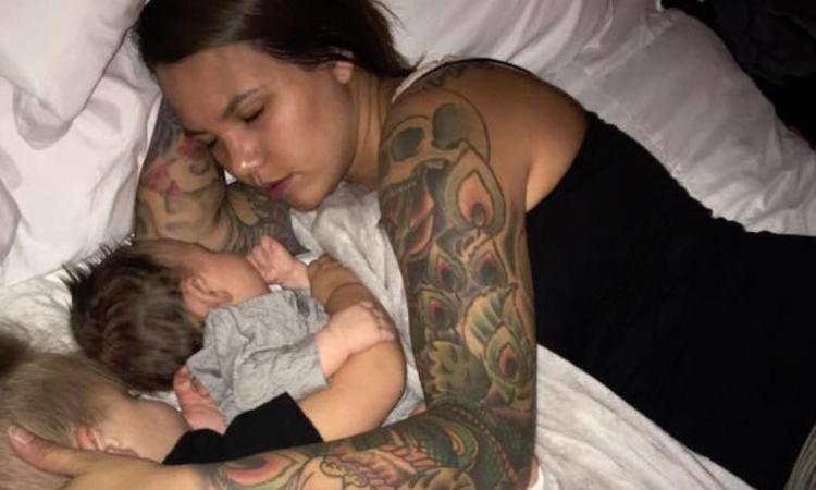 Pendant qu'elle dort, son mari la prend en photo et la publie sur Internet, mais il est choqué des conséquences que cela amène!