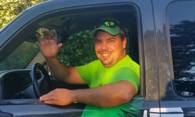 Un plombier fait tourner les têtes en raison d'un nouveau design sur son camion.