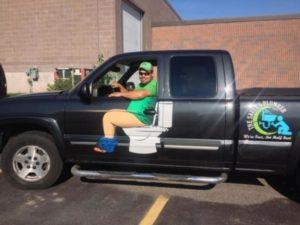 Un plombier fait tourner les têtes en raison d'un nouveau design sur son camion. │MiniBuzz