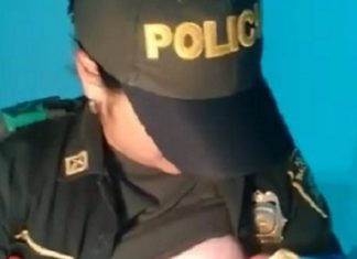 En pleine mission, cette policière soulève sa chemise et laisse ses collègues bouche bée en posant ce geste! │ MiniBuzz