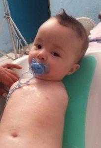 Quand les médecins sortent ce bébé du ventre de sa mère, ils sont stupéfaits! │MiniBuzz
