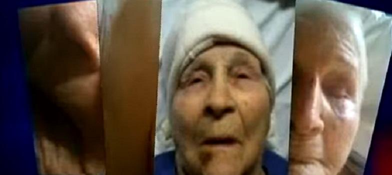 Cette infirmière engouffre des vêtements sales dans la bouche de cette vieille dame, mais c'est loin d'être le pire que capte la caméra cachée!
