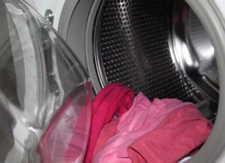 Elle verse du vinaigre dans sa machine à laver. Quand vous verrez pourquoi, vous aussi le ferez ! │ MiniBuzz