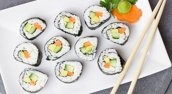 Réaliser des maki sushis maison : le secret révélé par un grand chef sushi.